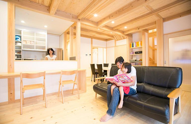 市街地でも家族がゆったり暮らす、2.5階建ての家