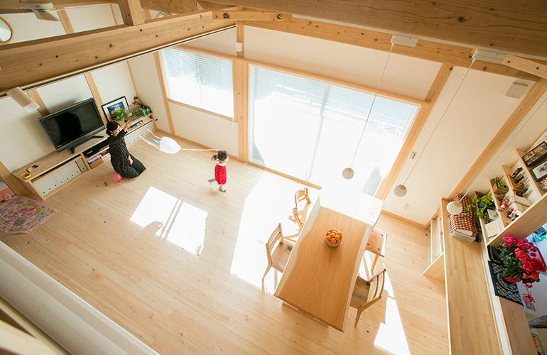 2歳の愛娘さんを中心に『楽しく暮らす』二世帯住宅