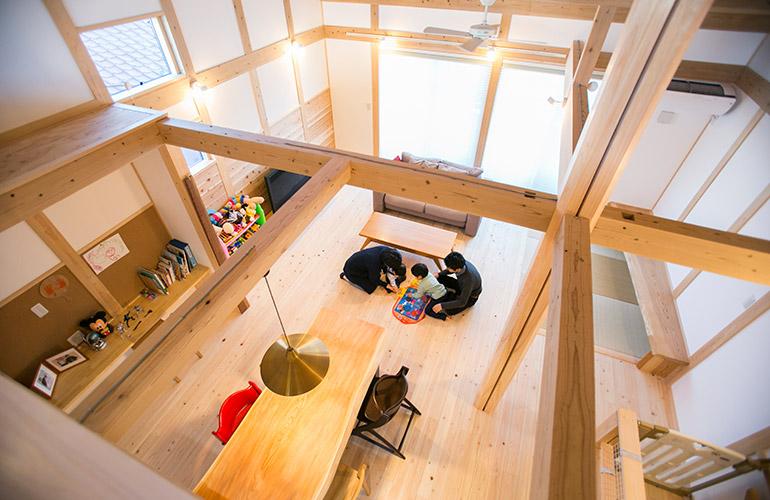 LDK・バスルームの生活スペースを2階へ。1階に寝室・書斎のある家