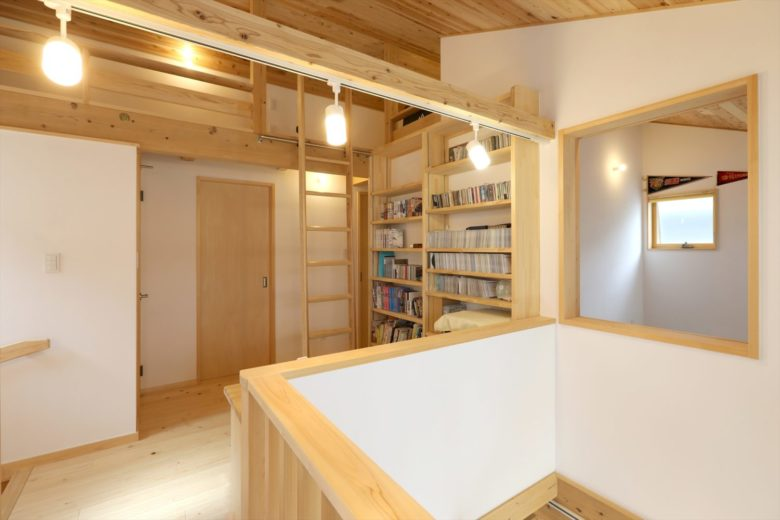 勉強家のご夫婦が建てた、大空間と自然素材の暮らし